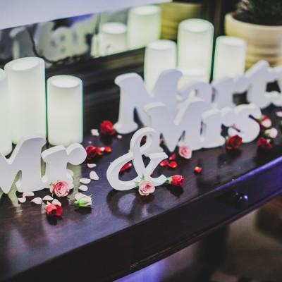 Белые буквы Mr&Mrs